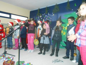 Θα καταφέρουν τα παιδιά να φωνάξουν δυνατά τις ευχές των Χριστουγέννων;