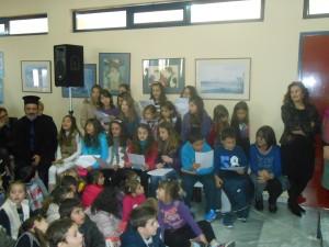 Όμορφα τραγούδια από τη μικρή χορωδία μαθητών του σχολείου