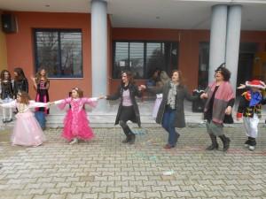 Ωραία χορεύουν και οι κυρίες μας